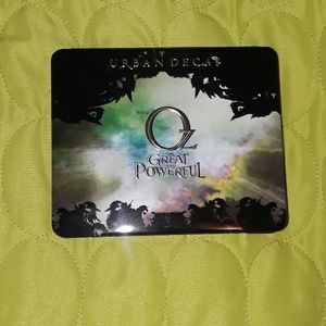Urban Decay Wizard of Oz Theodora Palette